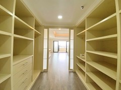 Condominium for Rent Pratumnak showing the walk in wardrobes and master bedroom