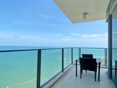 Condominium for rent Northpoint Pattaya showing the balcony