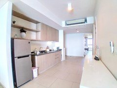 Condominium for rent Wong Amat Pattaya showing the kitchen