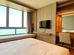 Condominium for rent Northpoint Pattaya showing the master bedroom with living area