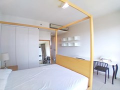 Condominium for rent Wong Amat Pattaya showing the master bedroom with wardrobes