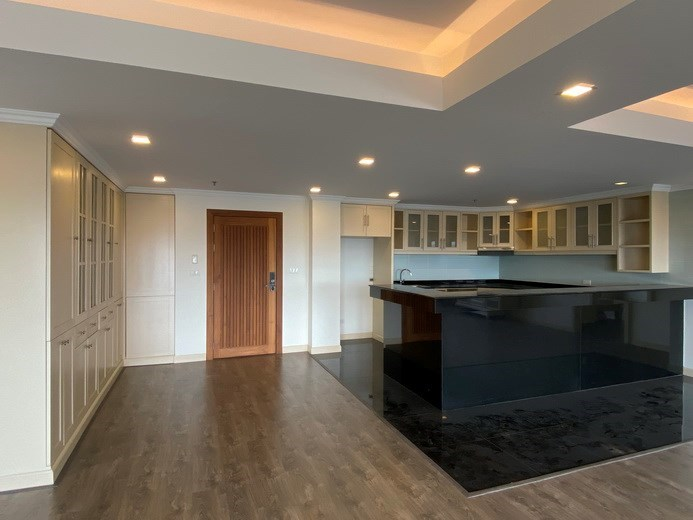 Condominium for Rent Pratumnak showing the kitchen and entrance