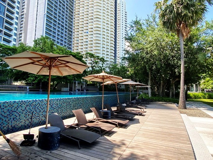 Condominium for rent Northpoint Pattaya showing the communal pool
