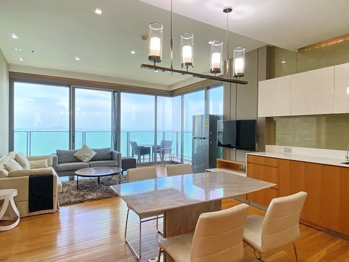 Condominium for rent Northpoint Pattaya showing the dining, living and balcony