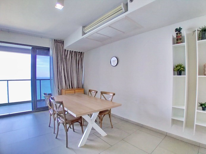 Condominium for rent Wong Amat Pattaya showing the dining area