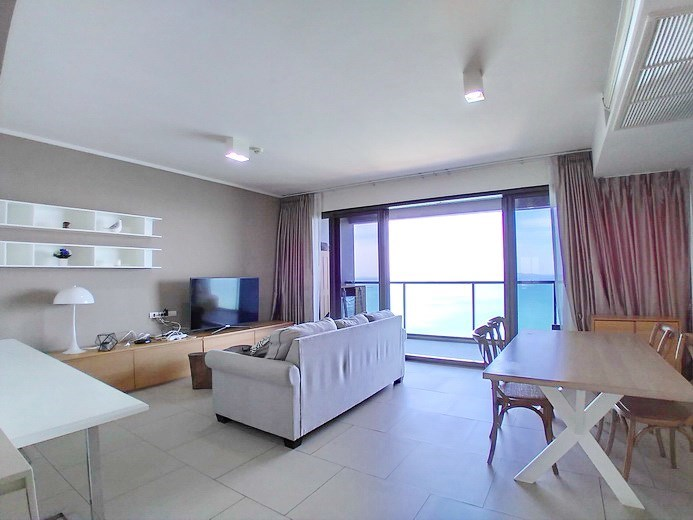 Condominium for rent Wong Amat Pattaya showing the dining and living areas