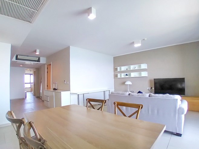 Condominium for rent Wong Amat Pattaya showing the living, dining and kitchen areas
