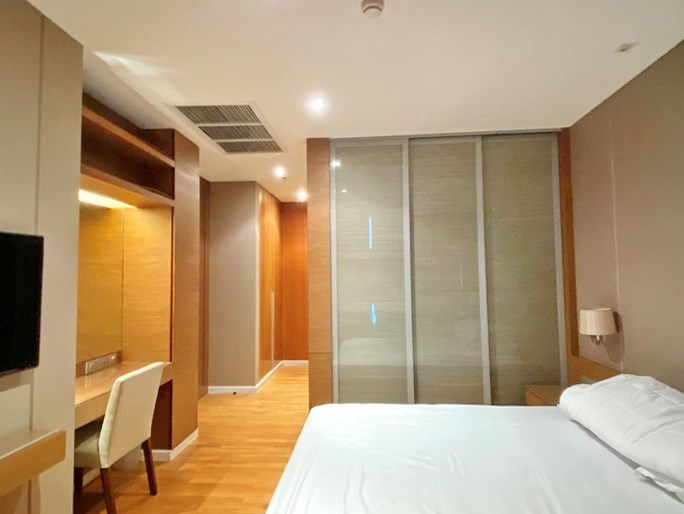 Condominium for rent Northpoint Pattaya showing the master bedroom suite